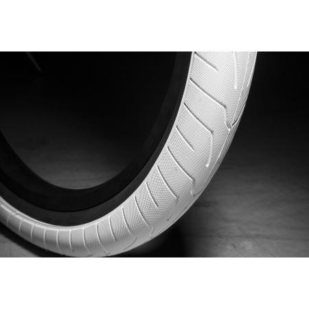 KINK Sever 2.4 white with black wall Tire